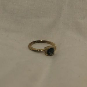 Jewelry - Size 7.5 Gold ring with Grey stone